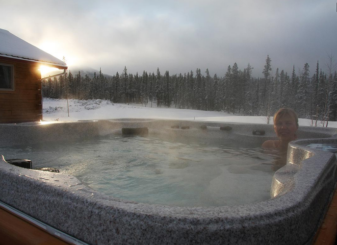 northern-lights-yukon-resort-pool